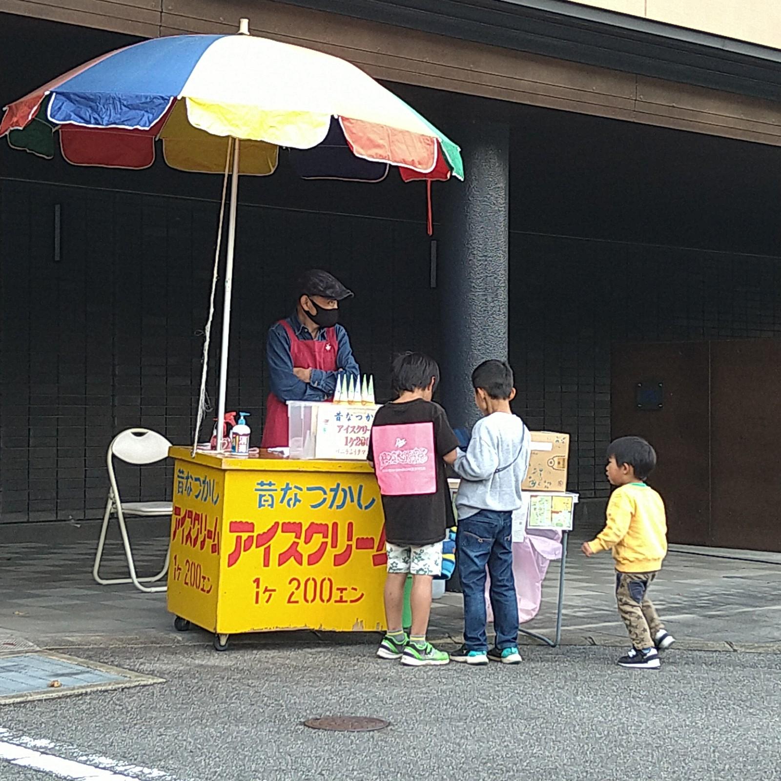 アイスクリームを買うキーパーソン